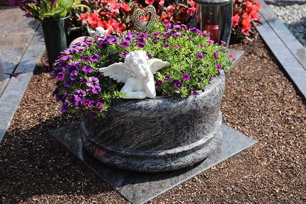 Hilgert-Grabmale-Granit-Marmor-Parkfriedhof-Dinslaken-2581-Vasen-Schalen-Zubehoer_schaltflaeche