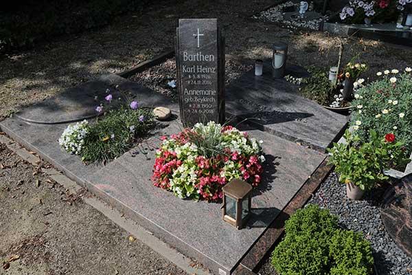 Hilgert-Grabmale-Granit-Marmor-Parkfriedhof-Dinslaken-2651-Urnengrabanlagen-schaltflaeche